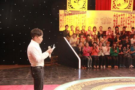 安徽电视台著名节目主持人阿进主持的节目录制现场
