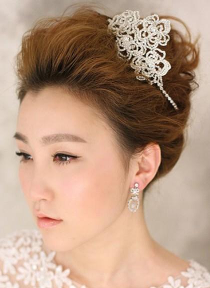 首页 化妆知识 >> 单学新娘盘发有什么要求么图片